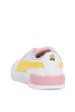 נעלי סניקרס קארינה בגוון לבן עם נגיעות פסטליות PUMA KIDS
