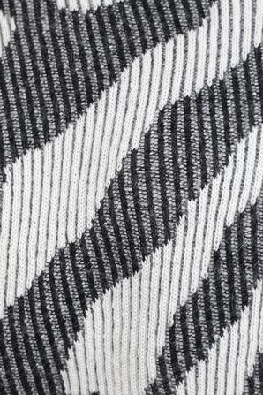 סריג דוגמת זברה בגווני שחור לבן IRO