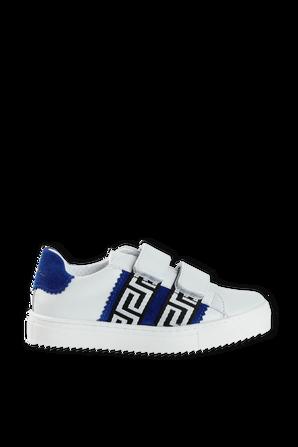 מידות 30-33 נעלי סניקרס עם הדפס GRECA בכחול רויאל VERSACE KIDS