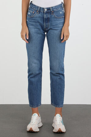 Crop 501 Jeans in Medium Wash LEVI`S
