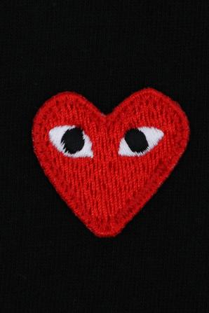 גילאי 2-6 חולצת טי בשחור עם מיני לוגו PLAY אדום COMME des GARCONS KIDS