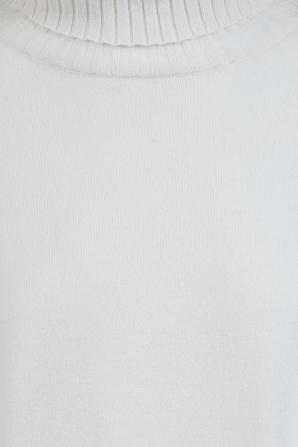 Boyfriend TurtleneckSweater in Ivory NILI LOTAN