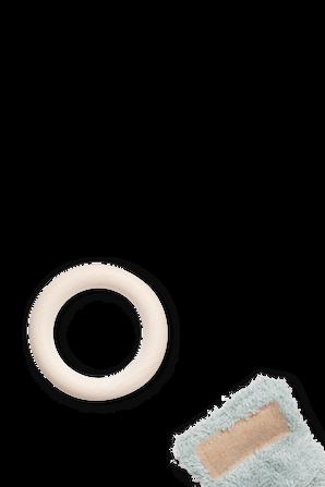 טבעת נשיכה מעץ מייפל המחוברת לאוזני ארנב פרוותיות בגוון ירוק NOBODINOZ