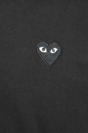 Play T-Shirt in Black With Red Heart COMME des GARCONS