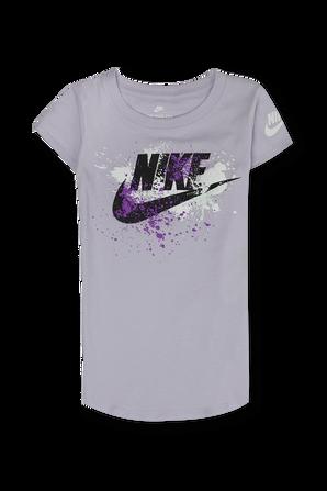 גילאי 4-6 חולצה סגולה עם לוגו גרפי צבעוני NIKE