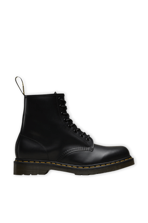 Classic Black Smooth Leather Boot DR.MARTENS