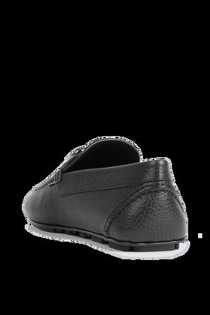 נעלי מוקסין מעור בצבע שחור מגורען VALENTINO