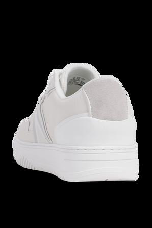 נעלי סניקרס עם לוגו בגווני שמנת ולבן LACOSTE