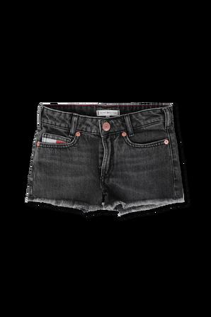 גילאי 17 חודשים - 7 שנים מכנסי ג'ינס קצרים בגוון שחור TOMMY HILFIGER KIDS