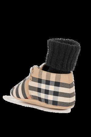 מידות 15-19 נעלי תינוקות בהדפס אייקוני עם גרביים BURBERRY